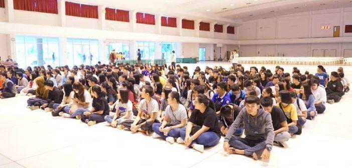 Welcome the freshmen to the campus (KU78)