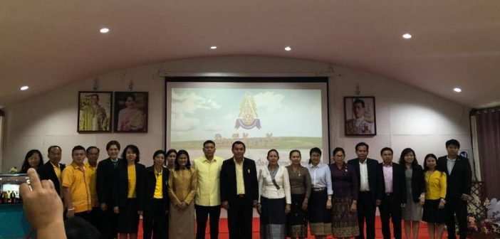 Welcoming and meeting with represenatatives from Laos' council